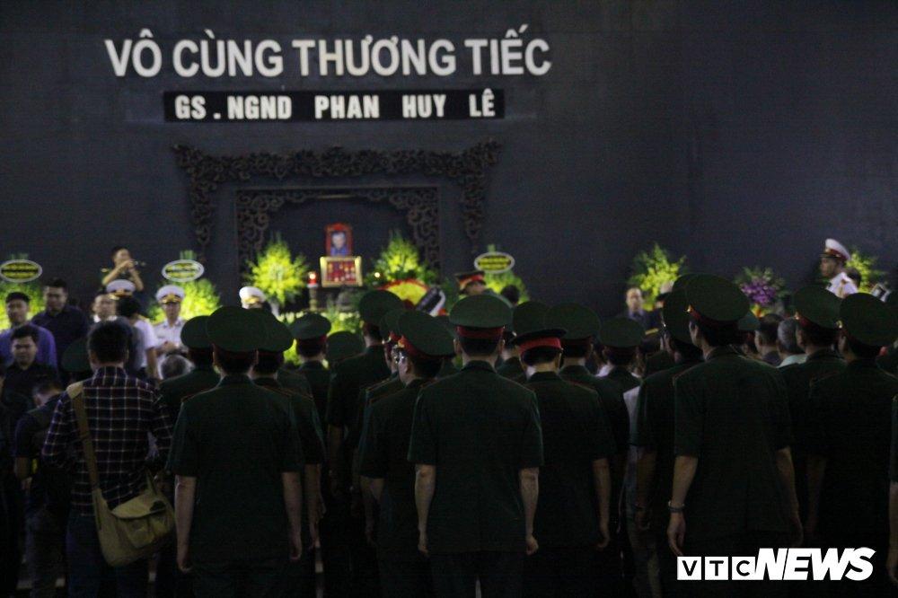 Anh: Lanh dao, nguyen lanh dao Dang, Nha nuoc xuc dong tien biet GS Phan Huy Le hinh anh 22