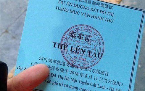 Chu Trung Quoc in tren the di thu tau Cat Linh - Ha Dong: Ban quan ly du an duong sat ly giai hinh anh 1