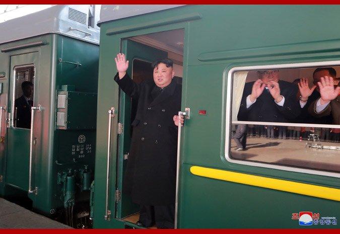 Xe canh sat giao thong dan duong san sang don Chu tich Kim Jong - un o ga Dong Dang hinh anh 7