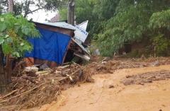 Đi vận động dân tránh bão số 9, hai cán bộ ở Quảng Nam bị núi lở vùi mất tích