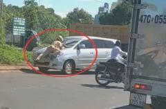 Tài xế ô tô bỏ chạy bất chấp cảnh sát giao thông bám chặn trước đầu xe