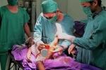 Bị nước sôi đổ vào người, bé trai 2 tuổi lột từng mảng da từ ngực đến chân