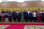 Video: Các nhà lãnh đạo kinh tế APEC dàn đội hình chụp ảnh lưu niệm tập thể