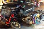 Ô tô húc hàng loạt xe máy ở Sài Gòn, nhiều người nhập viện