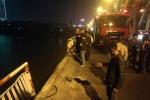Video: Hiện trường ô tô tông gãy lan can cầu Chương Dương, rơi xuống sông Hồng