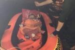 Giải cứu thai phụ cùng 2 con nhỏ kẹt trong ngôi nhà bị ngập ở Đà Nẵng