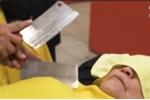 Clip: Rùng mình xem mát-xa bằng dao phay chữa bệnh ở Đài Loan