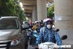 Ảnh: Dân Thủ đô quay cuồng trong nắng nóng ngày thu