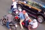 Trên đường đi khám, người phụ nữ mang thai bị giật túi xách ngã chấn thương
