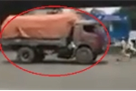 Video: Xe tải chạy lùi thách thức CSGT trên phố Hà Nội