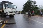 2 xe tải tông nhau, 2 người nhập viện nguy kịch