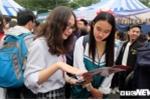 Ảnh: Hàng ngàn học sinh về Hà Nội dự ngày hội tư vấn tuyển sinh đại học, cao đẳng