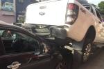 Xe 'điên' lùi 30m đâm liên hoàn 2 xe máy, 'trèo' lên đầu xe hơi ở Đà Nẵng
