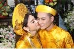Trực tiếp đám cưới Lâm Khánh Chi: Cô dâu đeo vàng đầy người, liên tục chăm chút chú rể