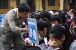 Clip: Bài giảng đặc biệt của thầy giáo khiến hàng trăm học sinh ôm mặt khóc nức nở