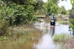 Ảnh: Dân TP Sóc Trăng khổ sở sống trong cảnh ngập úng