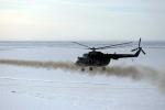 Video: 'Đàn' trực thăng vận tải, vũ trang Nga biểu diễn tuyệt kỹ bay sát mặt nước
