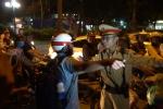 Video: CSGT Hà Nội lập chốt gần quán bia, nhiều người chống đối