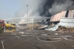 Video: Lửa bốc ngùn ngụt thiêu rụi xưởng nhựa ở Hải Phòng