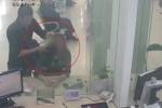 Nhân viên ngân hàng mưu trí giải cứu con tin, hạ gục tên cướp vũ trang