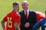 Sergio Ramos đánh nhau với Chủ tịch LĐBĐ Tây Ban Nha, Pique nhảy vào can