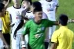 Video: Thủ môn đạp đối phương bị thẻ đỏ, cầu thủ SHB Đà Nẵng hùng hổ đòi bỏ trận