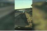 Video: Phi công đỗ máy bay giữa đường cao tốc, thản nhiên đi vệ sinh