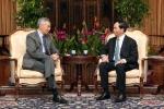 Ông Lý Hiển Long khoe ảnh chụp cùng Chủ tịch nước Trần Đại Quang lên facebook