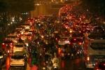 Ảnh: Hàng ngàn người dân Thủ đô chôn chân trong mưa rét vì tắc đường