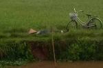 Đang chạy mưa dông, một phụ nữ bị sét đánh chết ngoài đồng