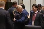 Video: Khoảnh khắc Tổng thống Putin ôm tạm biệt Chủ tịch nước Trần Đại Quang