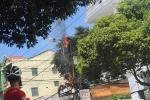Cột điện phát nổ, bốc cháy ngùn ngụt ở Huế