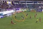 Video: Sao U23 Việt Nam phản lưới, dâng bàn thắng cho HAGL