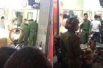 Hiện trường người đàn ông cầm vật nghi là súng cướp tiệm vàng ở Hà Nội
