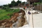Video: Đường liên thôn gần chục tỷ đồng chưa làm xong đã đổ sụp ở Hà Nội