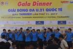 Video: Cầu thủ U19 Việt Nam cover 'Đi để trở về', khoe giọng cực chất