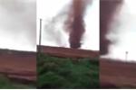 Lốc xoáy đỏ bí ẩn như xuyên thủng bầu trời ở Trung Quốc