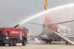 Clip: Cháy khoang hành lý, máy bay hạ cánh khẩn cấp