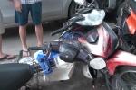 Video: Ô tô mất lái đâm hàng loạt xe máy trên phố Hào Nam, Hà Nội