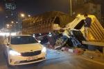Tránh ô tô đi cùng chiều, tài xế xe tải đâm vào dải phân cách may mắn thoát chết