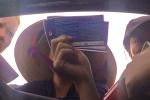 Video: Dân phe cãi vã, tranh khách mua vé trận Việt Nam gặp Malaysia