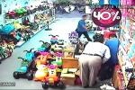 Kẻ gian người nước ngoài 'thôi miên' cuỗm tiền trong cửa hàng ở Hà Nội