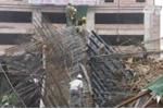 Video: Sập giàn giáo dự án đường sắt trên cao, taxi bị đè bẹp