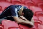 CĐV Argentina khóc hết nước mắt nhìn Messi bị đá bay khỏi World Cup
