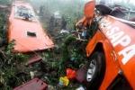 Video: Xe khách lao xuống vực sâu 200m ở Lào Cai