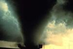 Clip: Lốc xoáy tốc hàng trăm mái nhà ở Lâm Đồng