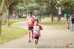 Học sinh cấp 1 ở Hà Nội thi chạy bộ gây quỹ từ thiện trước Giáng sinh