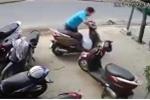 Clip: Quên rút chìa khóa, 'dâng' xe Lead cho trộm trong vài giây
