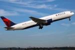 Mỹ: Đặc vụ ngầm quên súng nạp đạn trong toilet máy bay