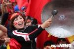 Sân Mỹ Đình 'nổ tung' sau pha sút phạt đẹp như mơ của Quang Hải